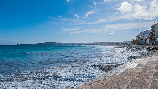 beach-5885261_640