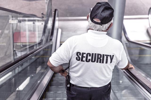 ochranka na eskalátorech